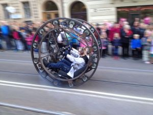 Circular vehicle